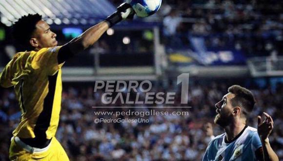 Pedro Gallese ante el crack internacional Lionel Messi. (Facebook: Pedro Gallese)