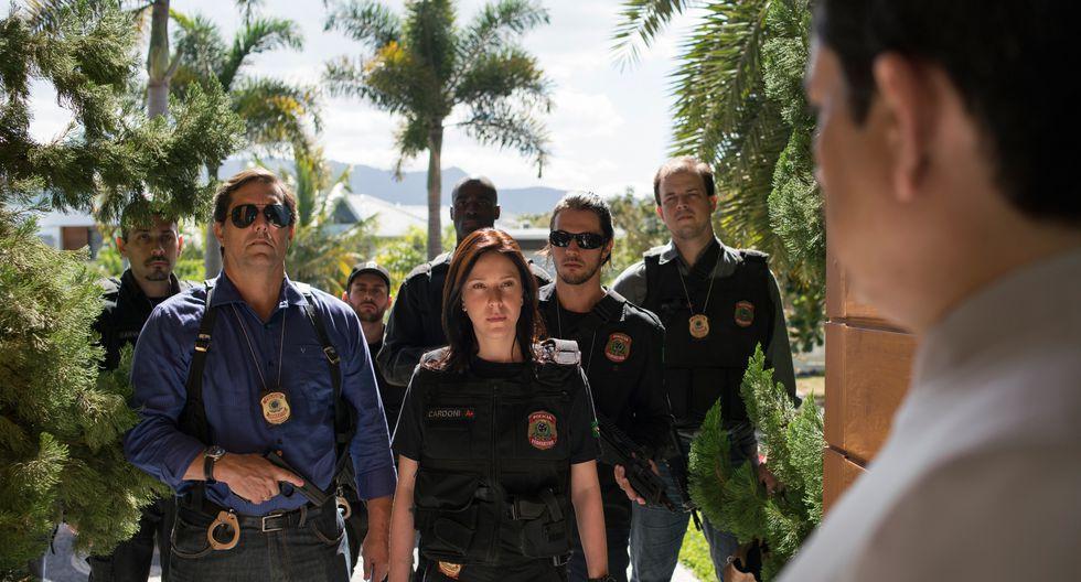 Verena Cardoni (Carol Abras) lidera al equipo de policías que investiga un complejo esquema de corrupción en Brasil con vínculos con la clase política y empresarial (Netflix).