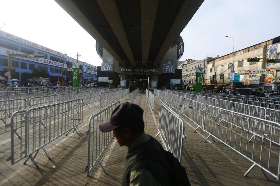 Se han instalada rejas para paso peatonal frente a pórtico principal, el que será el único ingreso a estación.