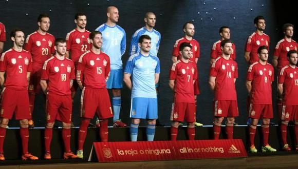 Nueva indumentaria fue presentada por los propios seleccionados. (EFE)