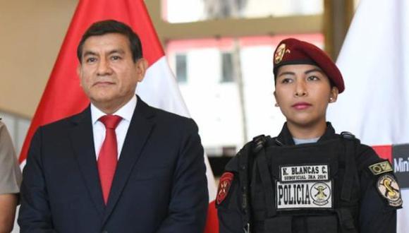 El ministro del Interior, Carlos Morán, expresó su apoyo a la suboficial y destacó su trabajo, calificándolo de ejemplo para los demás policías. (Foto: Mininter)