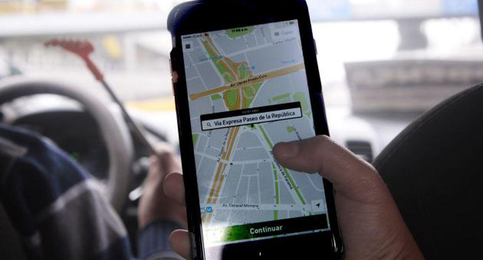 Conductor de taxi por aplicativo atropelló a miembros de la Policía Nacional y fugó. (Gestión)