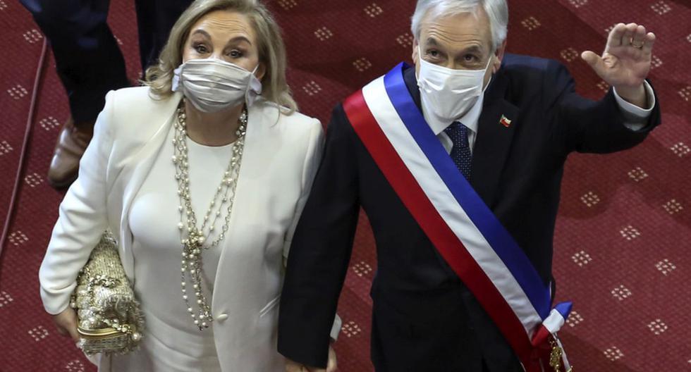 El presidente de Chile, Sebastián Piñera, es visto con con su esposa Cecilia Morel en el Congreso en Valparaíso, el 31 de julio de 2020. (ENRIQUE ALARCON / AFP).