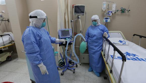 """""""Aquí en San Isidro Labrador tenemos la posibilidad de atender a 300 pacientes (con) COVID-19"""", dijo Martín Vizcara. (Foto: Fernando Sangama / GEC)"""