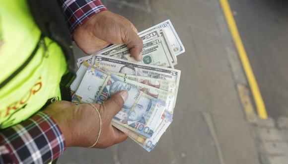 En el mercado paralelo o casas de cambio de Lima, el tipo de cambio se cotizaba a S/ 3.675 la compra y S/ 3.705 la venta. (Foto: GEC)