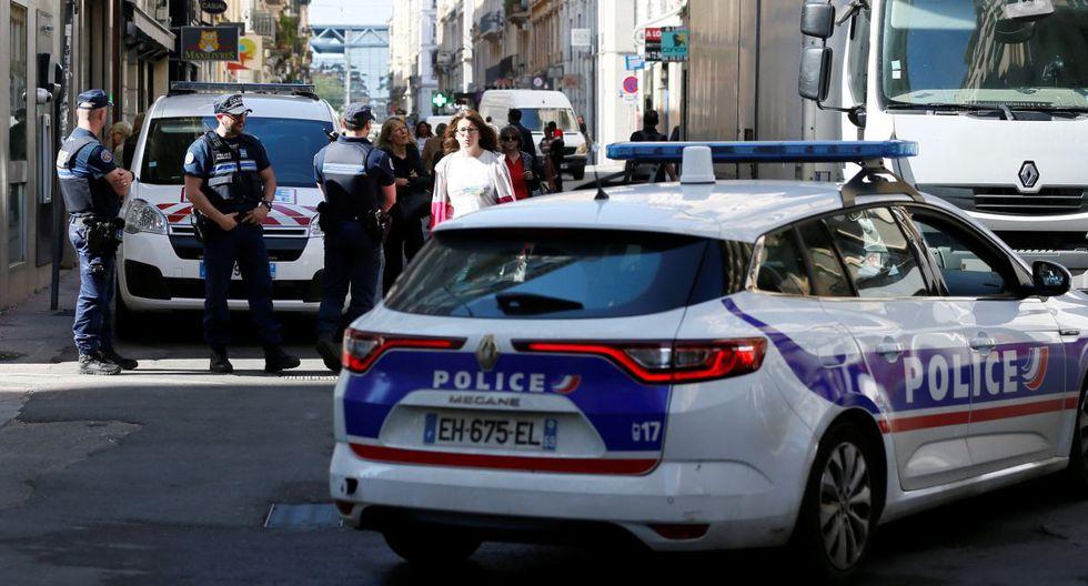 """Por el momento no ha habido """"ninguna reivindicación"""", agregó.La policía pidió la colaboración de testigos y difundió la fotografía del sospechoso, captada por una cámara de vigilancia. (Foto: Reuters)"""
