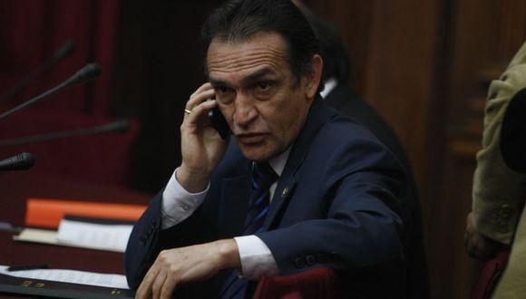 Héctor Becerril dejó de ser parlamentario con la disolución del Congreso. (GEC)