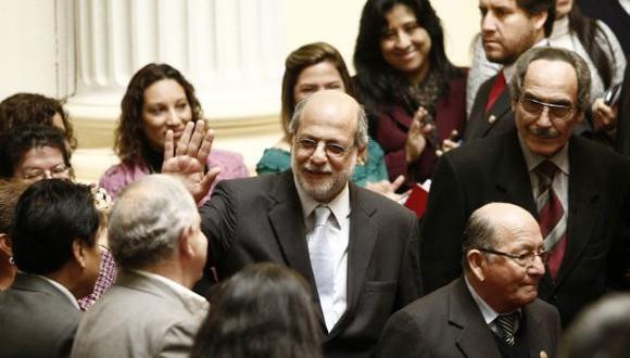 Con un 'espontáneo' encuentro organizado por su propio despacho, Abugattás puso punto final a su gestión. (César Fajardo)