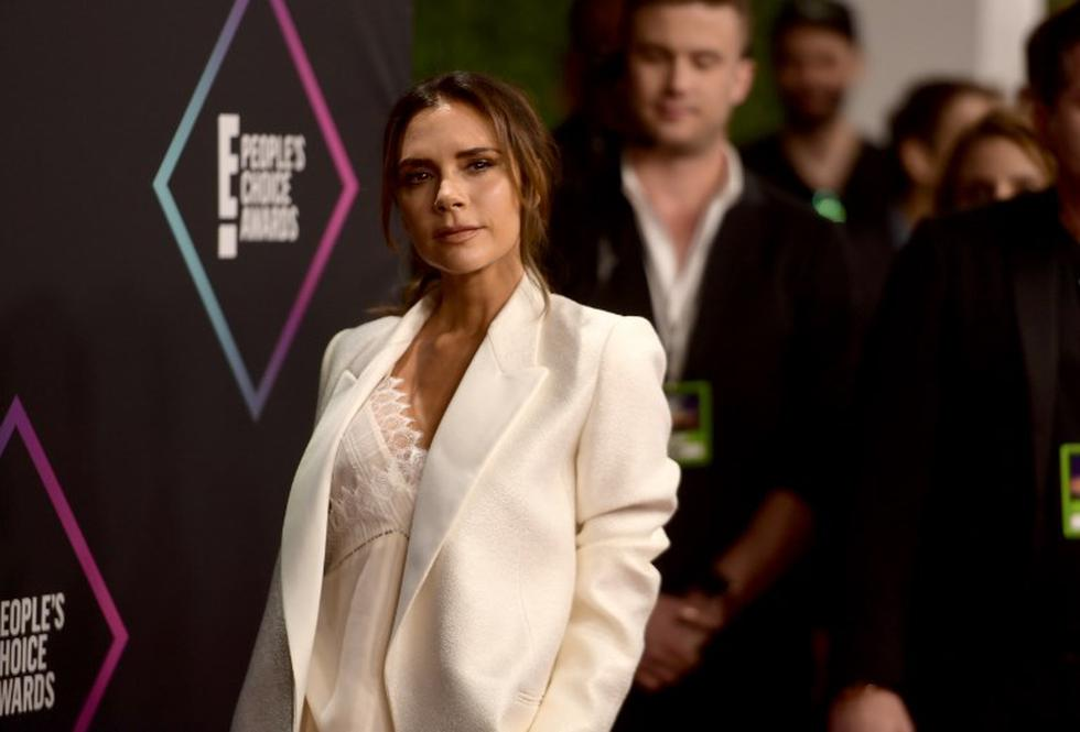 People's Choice Awards 2018: Victoria Beckham hace referencia a las Spice Girls tras recibir el Fashion Icon Award. (Foto: AFP)