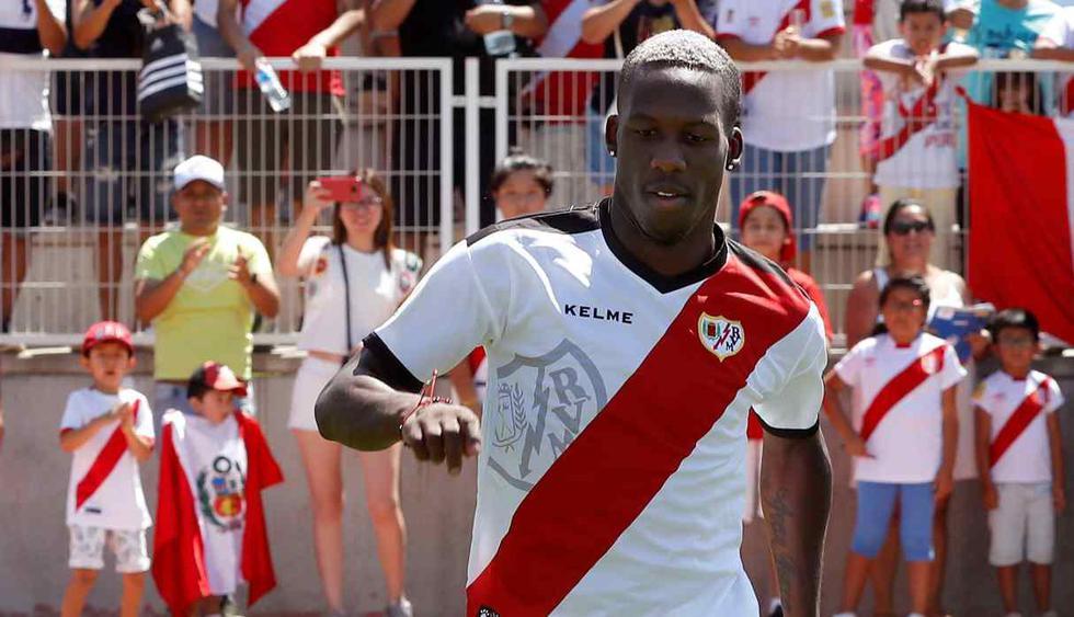 Luis Advíncula no seguirá defendiendo al Rayo Vallecano la próxima temporada. (Foto: EFE)