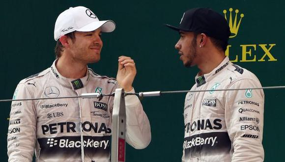 Todo va a estar bien. Lewis Hamilton dijo que todo está bien con Nico Rosberg. (AFP)