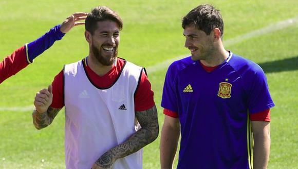 Iker Casillas también compartió en Twitter un mensaje para Sergio Ramos. (Foto: AFP)