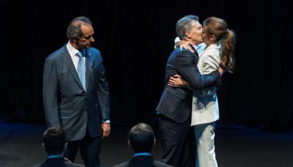 El beso que se vuelve viral (Adrián Escandar)