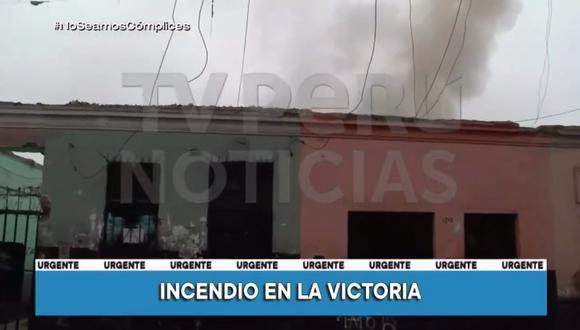 Cuatro unidades de los Bomberos lograron controlar el incendio que dejó dos viviendas afectadas. (Captura: TV Perú)
