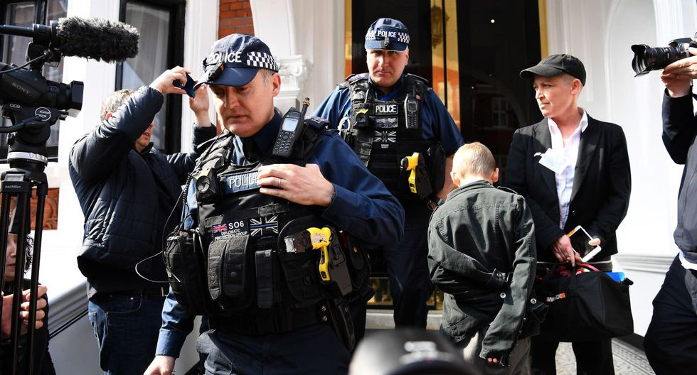 """Según una diligencia de la fiscalía ecuatoriana distribuida por WikiLeaks, a las nueve de la mañana del lunes debía comenzar el """"registro e incautación"""" de las pertenencias de Assange. (Foto: EFE)"""