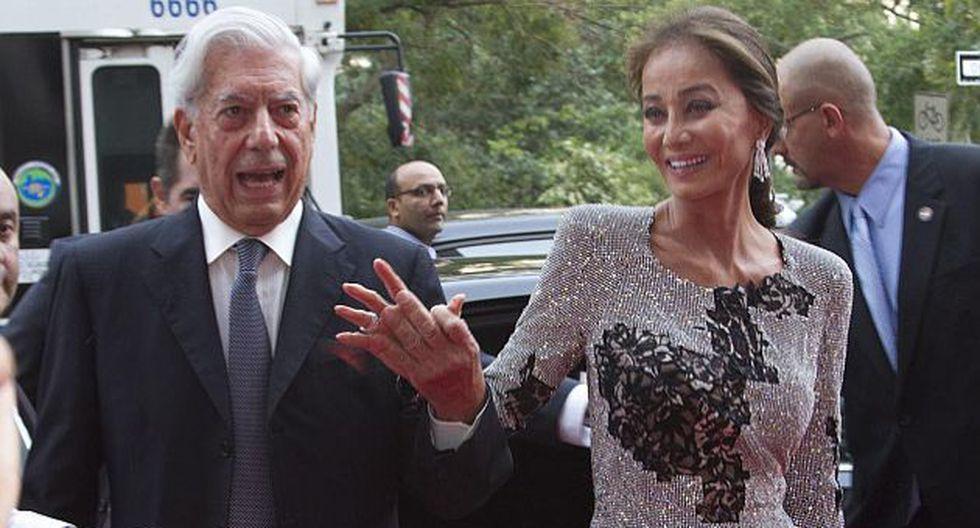Isabel Preysler y Mario Vargas Llosa de la mano a su llegada a la fiesta de Porcelanosa. (EFE)