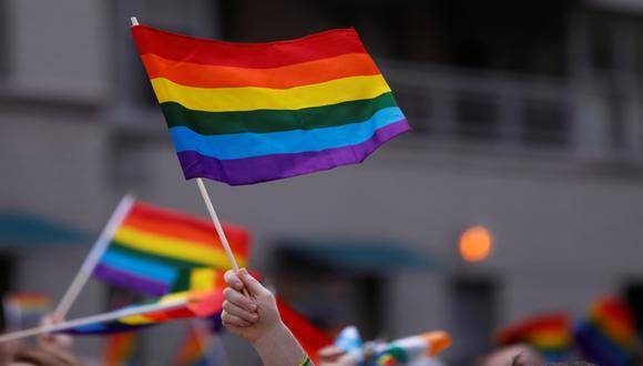 Bandera que identifica a la comunidad integrada por lesbianas, gays, transexuales, bisexuales, intersexuales y queers. (Foto: Reuters)