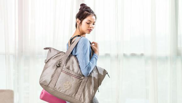 Un maletín deportivo es un básico para el gimnasio y lo ideal es no llevar mucho peso. (Foto: Kipling)