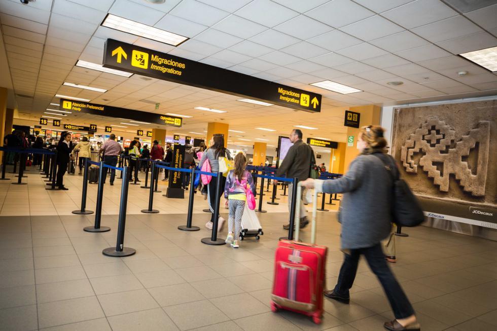 Acuda con la debida anticipación al aeropuerto. Esto le permitirá hacer los controles migratorios y de equipaje sin apremios.