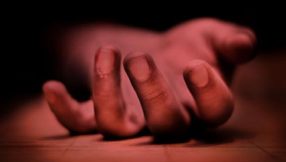 Peritos de criminalística analizaron la escena y fiscal de turno procedió a levantar el cadáver.