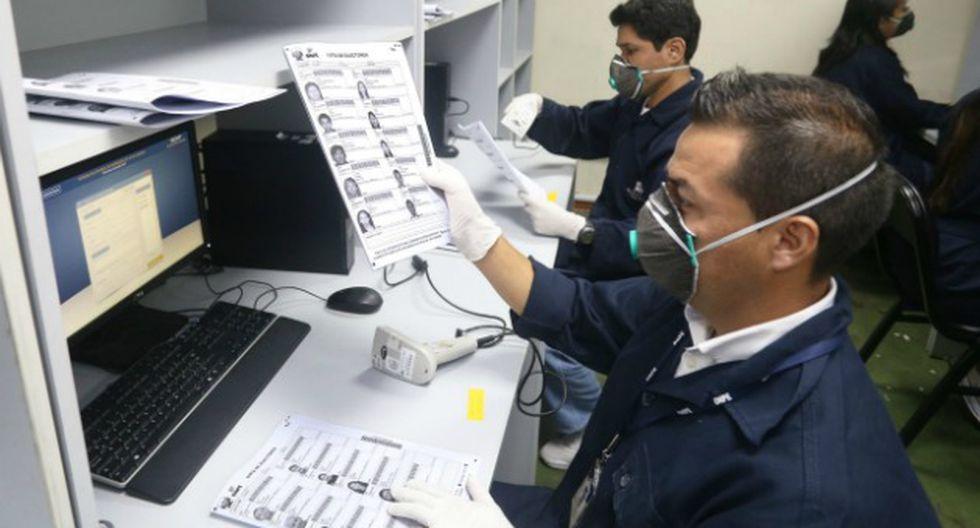 El material se revisa de forma manual y de manera electrónica.  (ONPE/Andina)