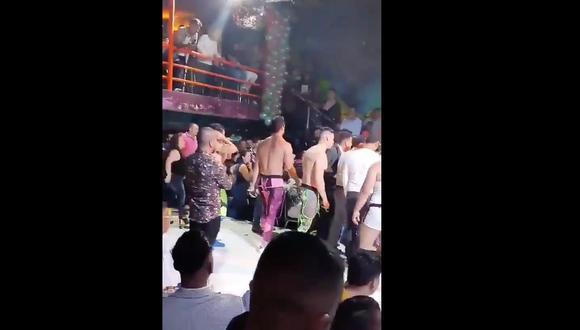 Instantes de pánico se vivieron en un club nocturno de México. (Captura de video)