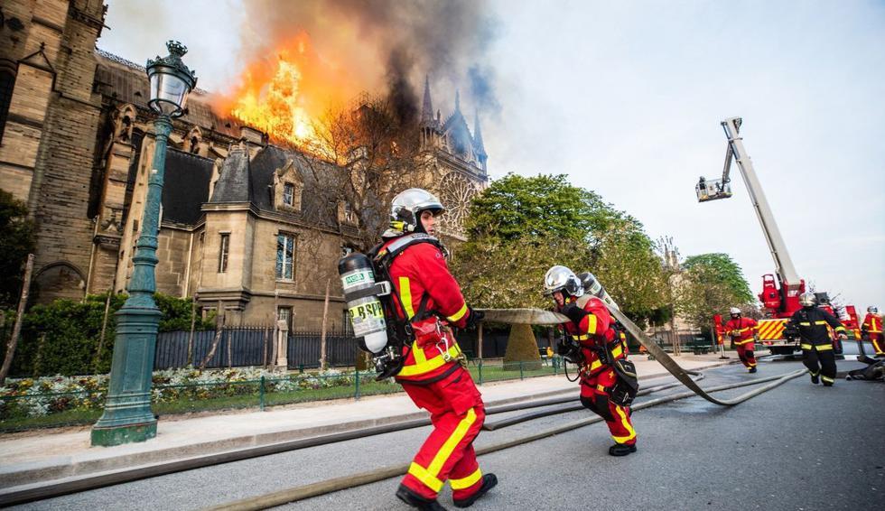 Expertos explican qué tan difícil fue apagar el incendio de Notre Dame. (Foto: EFE)