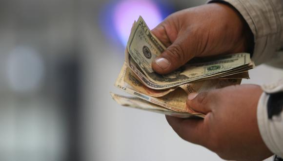 El dólar en el mercado paralelo se ubica hoy a S/ 3.40 la venta. (Foto: GEC)