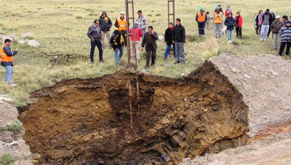 La tierra se hunde. Autoridades y pobladores piden ayuda urgente para evitar una desgracia. (Difusión)