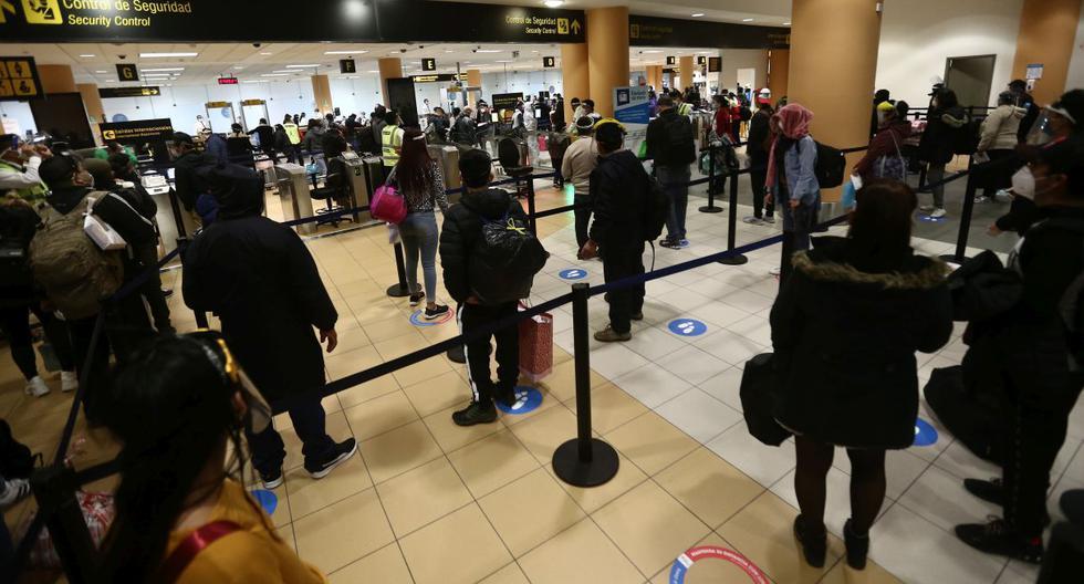Vizcarra anuncia que se permitirá vuelos internacionales a siete países desde la próxima semana