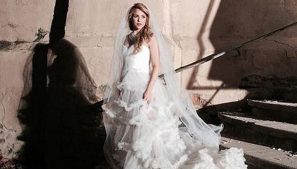 Shakira se vistió de novia para video y crece rumor de boda con Gerard Piqué. (Facebook)