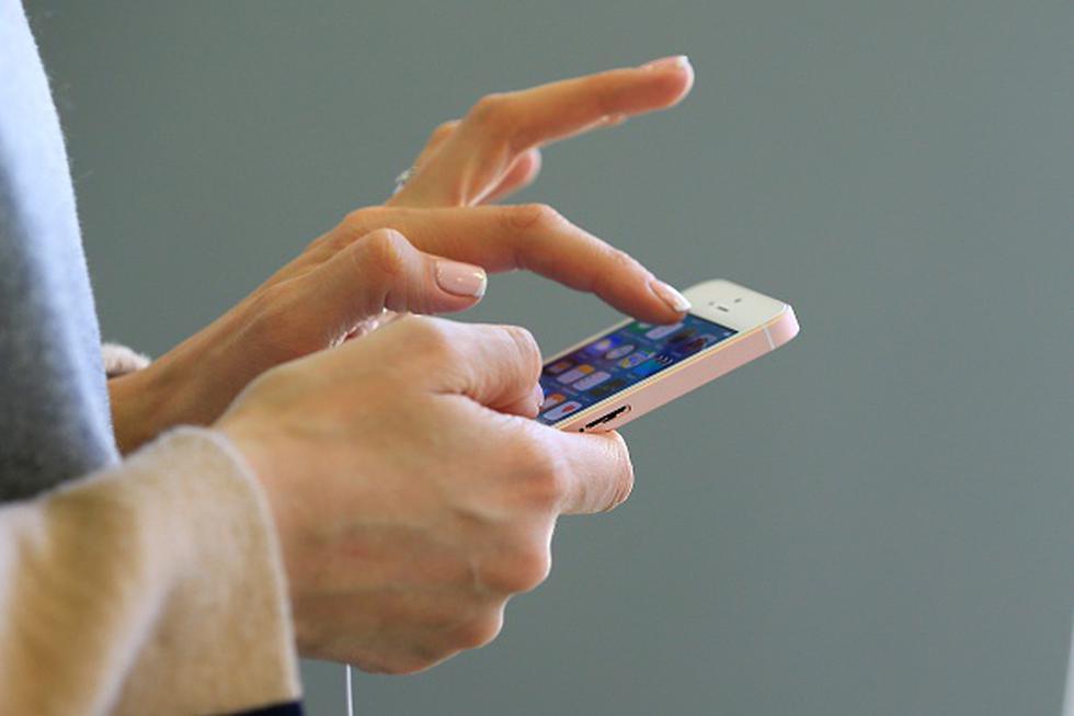 El smartphone tendría una pantalla de 4.2 pulgadas, además de un procesador Apple A10, 2GB de memoria RAM y 32GB de almacenamiento interno, aunque podría haber una versión de 128GB de memoria. (Getty)