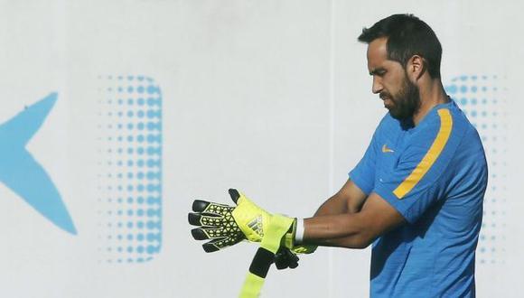 Claudio Bravo no quedó contento con el resultado ante el Espanyol. (EFE)