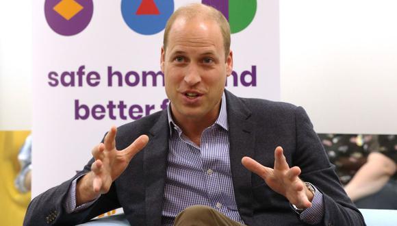 Durante el encuentro, un joven le preguntó al príncipe William cómo reaccionaría si uno de sus hijos fuese homosexual. (Foto: AFP)