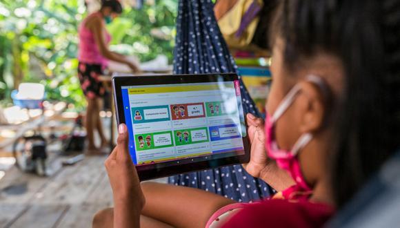 Las tablets también cuentan con siete aplicativos para las instituciones educativas focalizadas en los ámbitos andino y amazónico con sus lenguas maternas.