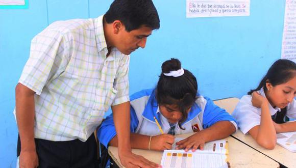 Minedu busca elevar salario de docentes a dos mil soles para el 2018. (Andina)