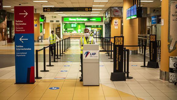 Aeropuerto Jorge Chávez responde sobre denuncia de equipaje olvidado por pasajera (Foto de ERNESTO BENAVIDES / AFP).