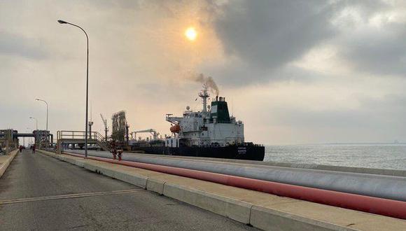 Buques de Irán en Venezuela: Primer petrolero iraní con gasolina llega a puerto de refinería El Palito. (Foto: @TareckPSUV).