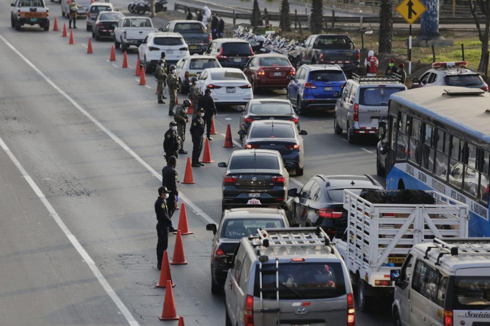 Operativo policial en la Panamericana Sur, altura puente Atocongo, con presencia del ministro del Interior Gastón Rodríguez. (Foto: Cesar Grados / GEC)