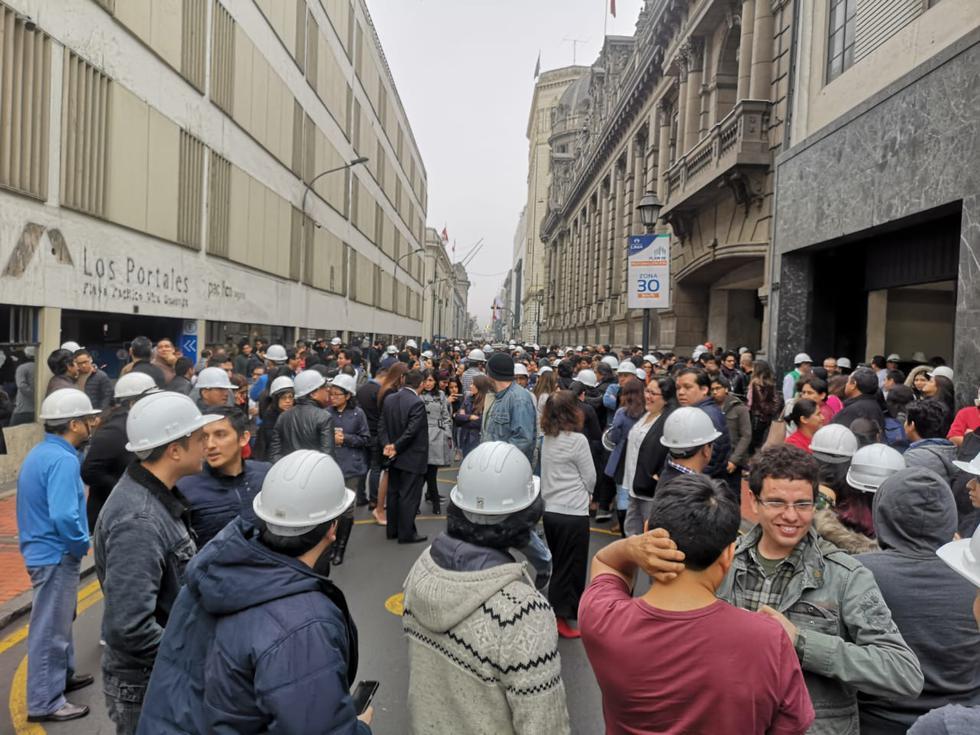 Ciudadanos participaron del Simulacro Nacional de Sismo en el Cercado de Lima. (Foto: Anthony Niño De Guzmán)