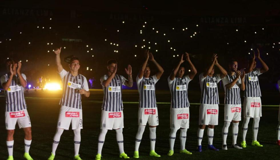 Alianza Lima presenta su plantel 2019 en amistoso ante Barcelona SC. (Foto: Fernando Sangama)