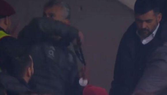 Diamantino Figueiredo agredió a hincha tras la final perdida de Porto. (Captura : YouTube)