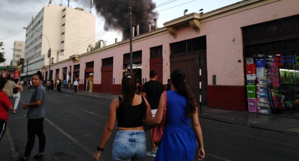 Incendio en Mesa Redonda EN VIVO: Se registran explosiones en jirón Cusco. (Miguel Bellido)