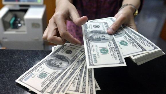 En casas de cambio, el precio del dólar se cotizó a S/. 3.279. (Foto: AFP)