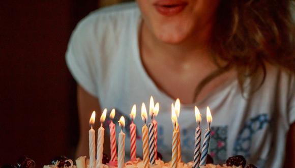 """La tradicional """"mordida"""" de torta de una cumpleañera casi termina en tragedia, tras terminar con un ojo herido de gravedad. Su caso se volvió viral en las redes sociales. (Foto: Referencial / Pixabay)"""
