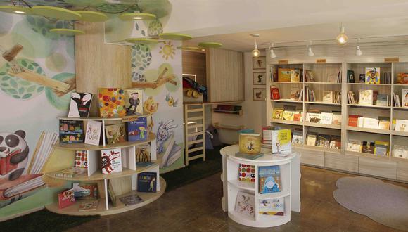 La librería ofrece un ambiente entretenido para incentivar la lectura, mezclando también diversas actividades, disfraces y juegos de mesa con el mismo objetivo. (Difusión)