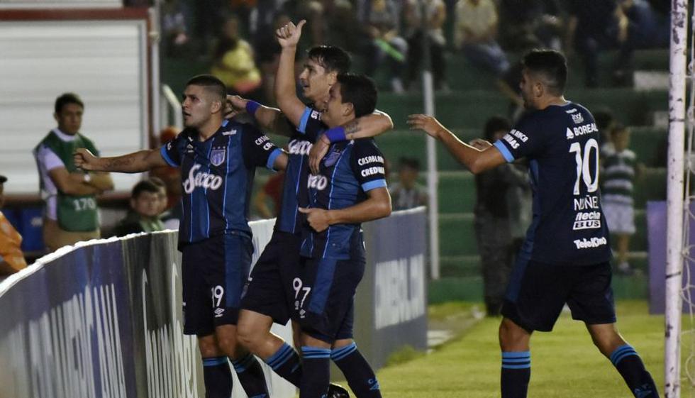 En un agónico desenlace, Atlético Tucumán se impuso a Oriente Petrolero como visitante en el estadio 'Tahuichi' Aguilera de Santa Cruz. (AFP)