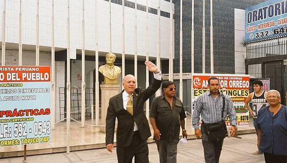 Rómulo León fue impedido de ingresar a la Casa del Pueblo del Apra. (Rodrigo Cruz/El Comercio)