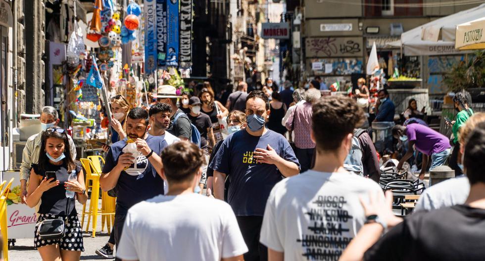 Coronavirus   Mascarillas no serán obligatorias al aire libre en Italia a partir del 28 de junio. (EFE/EPA/CESARE ABBATE)
