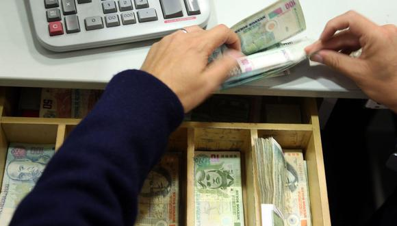 Comisión de Economía del Congreso aprobó, de manera fugaz, el dictamen que propone la reprogramación de deudas bancarias. (Foto: Andina)